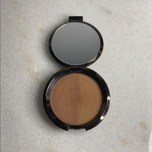 BECCA: Shadow + Light bronzer contour palette